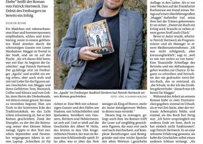 """Der Freiburger PATRICK HERTWECK gibtmit """"Maggie und die Stadt der Diebe"""" sein Debüt Es ist dieGeschichte eines Waisenmädchens, das im NewYork des Jahres 1870 dasÜberleben lernt und seiner eigenenVergangenheit auf die Spur kommt: """"Maggie und die Stadt der Diebe"""" heißt der Roman von PatrickHertweck.Das Debüt des Freiburgers ist bereits ein Erfolg. SIGRUN REHM Ein Mädchen mit rabenschwarzemHaarundSommersprossen, empfindsam, schlau und kratzbürstig, rennt in einemgeblümten Kleid atemlos durch die schmutzigen Gassen von Lower Manhattan. Maggie ist fremd in der Stadt, und sie ist auf der Flucht. """"Als ich dieses Bild hatte, war mir klar: So beginnt die Geschichte"""", sagt Patrick Hertweck. Der 43-Jährige sitzt im Freiburger """"Aguila"""" und erzählt ein wenig scheu, aber auch stolz und mitviel Liebe für die Figuren seiner Geschichte von Maggie und ihren Gefährten Tom, Bismarck, Coffee und Silence undvon Goblin, demHerrn der Diebesbande, vor demes einen graust, bisman zu verstehen beginnt. Hier, am Tisch in der hintersten Ecke des Traditionslokals, wo das Licht schön schummrig ist, hat er den Roman geschrieben. Dank der Disziplin, zu der ihn die Betreuung seiner drei kleinen Söhne zwingt, tippte er den Text zwischen September und November vergangenen Jahres in seinen Laptop. """"Schreiben ist für mich harte Arbeit"""", sagt Patrick Hertweck, """"man muss sich auf den Hosenboden setzen und darf sich nicht scheuen, zu streichenund immerwieder amText zu feilen, bis er klingt."""" Vor dem Schreiben stand gründliche Recherche – und ein Zufallsfund. Etwa ein Jahr bevor ihm die Eingangsszene einfiel, zog Patrick Hertweck imdamaligen Antiquariat Heinrich Heine in der Universitätsstraße ein altes Buch aus einer Kiste. """"Es stammte aus demJahr 1924 und enthielt eine Chronologie des New Yorker Bandenwesens"""", berichtet er. EineWeltmit schmutzigen Gassen und den Häfen am Hudson, mit Schlachthöfen und Spelunken, bevölkert von Gaunern, Bettlern und Hehlerinnen, tat sich auf. Und er stieß auf die Geschichte d"""